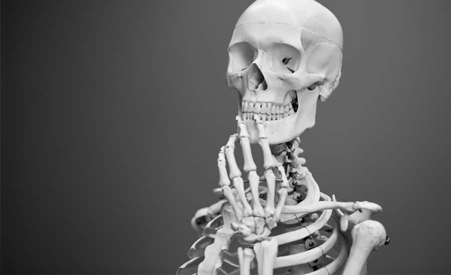 Esqueleto pensando